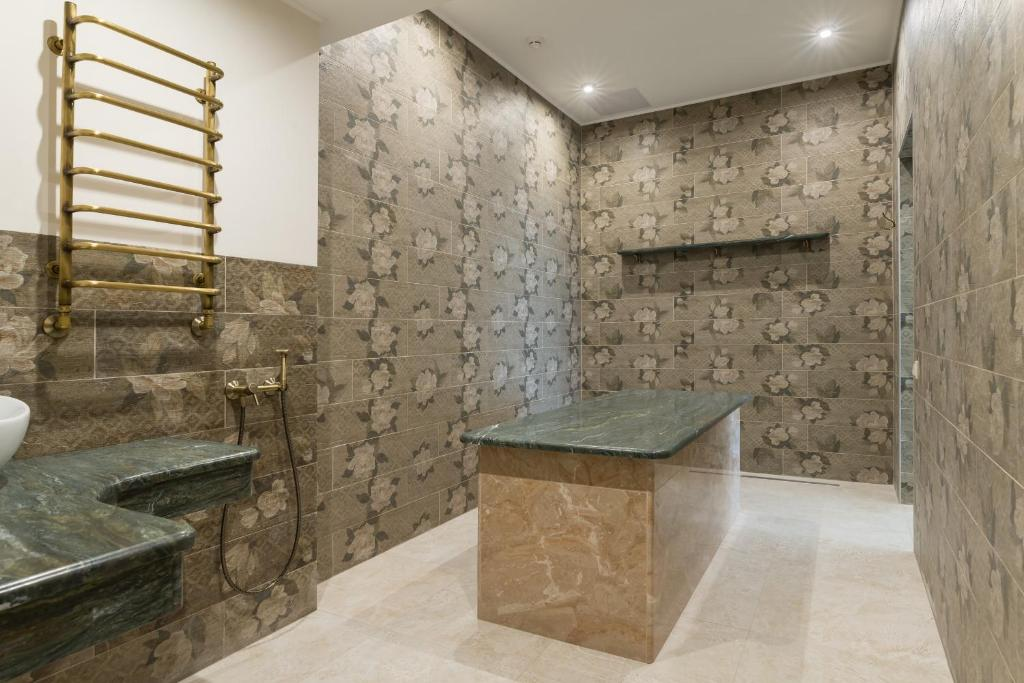 Ванная комната в Ramada by Wyndham Rostov-on-Don Hotel and Spa