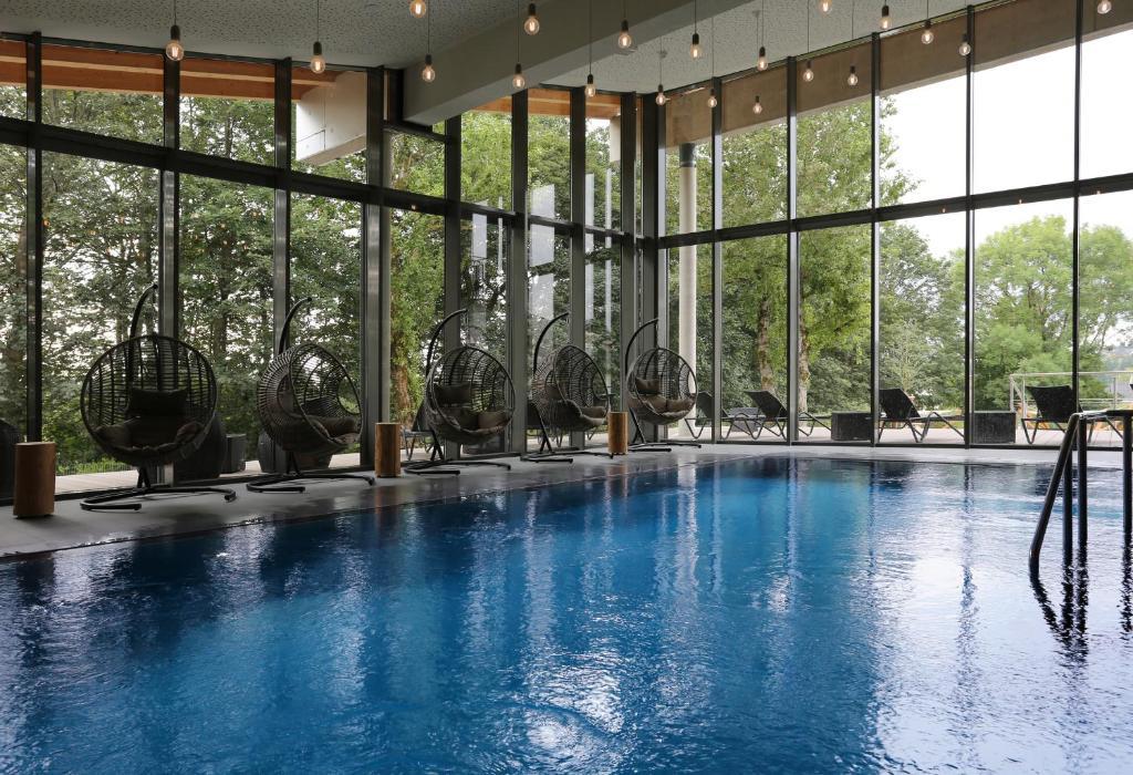Der Swimmingpool an oder in der Nähe von Ferien Appartements am Berghotel Oberhof (ex Parkhotel)