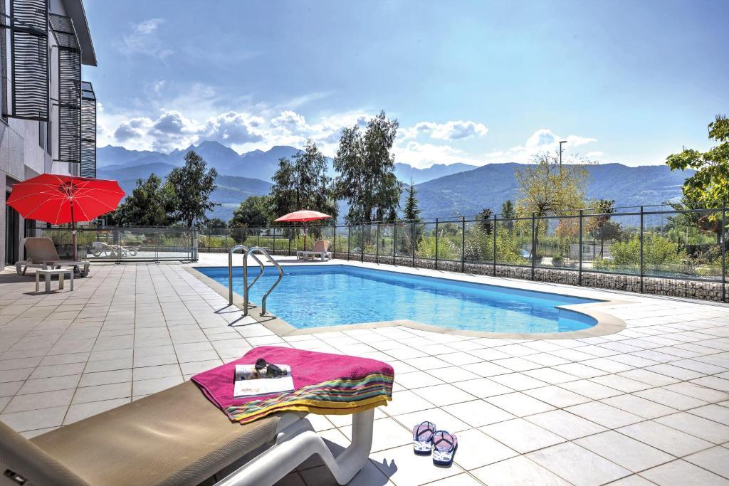 Piscina di Appart'City Confort Grenoble Inovallée o nelle vicinanze