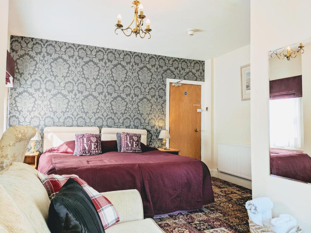 A bed or beds in a room at Chester Brooklands Bed & Breakfast