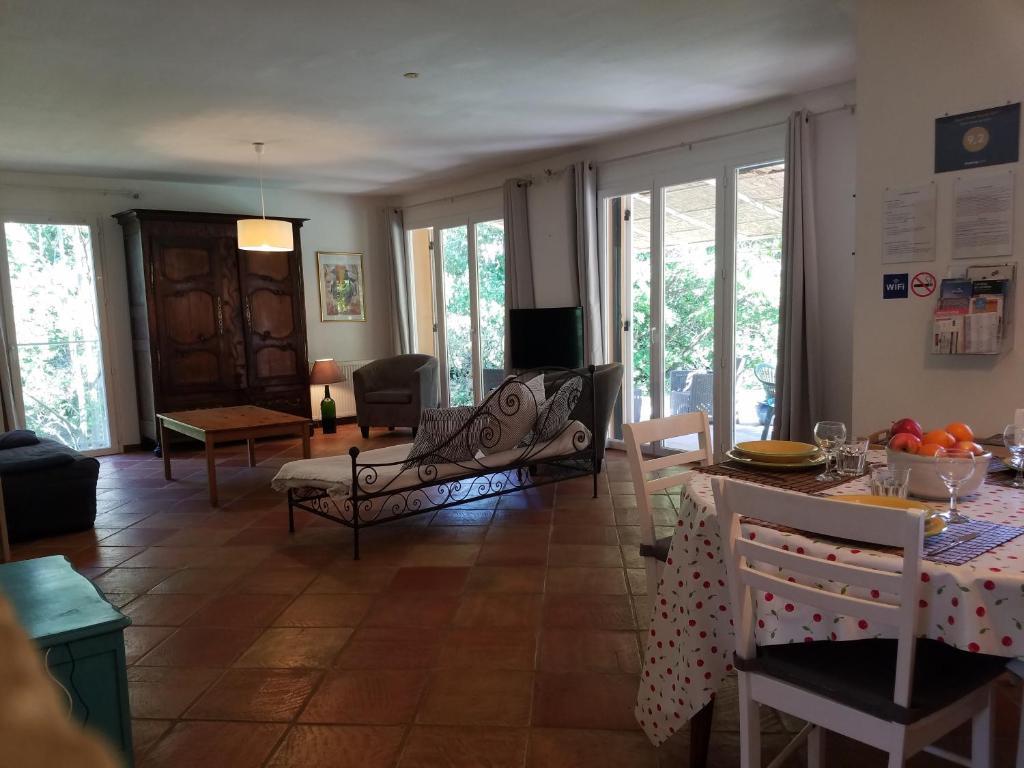 Ferienhaus Entre Nîmes et Arles (Frankreich Bellegarde ...