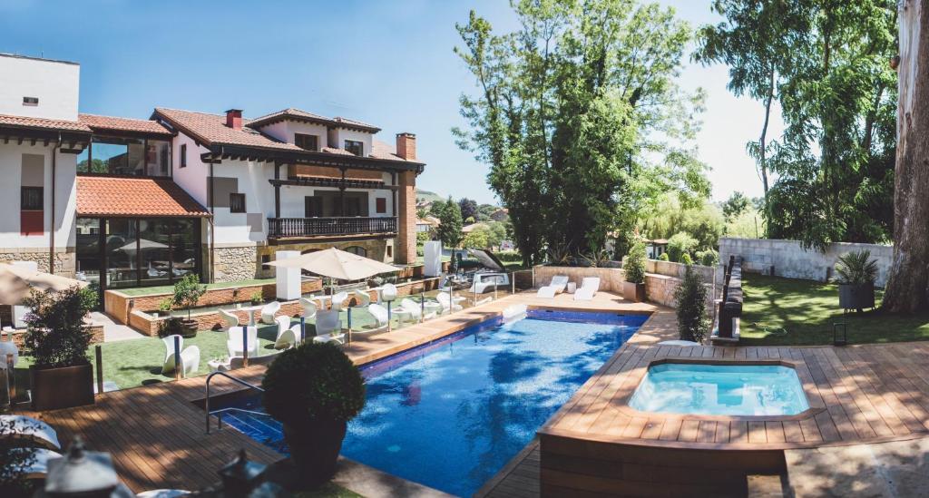 Hotel Cuevas - Adults Only, Santillana del Mar – Precios ...