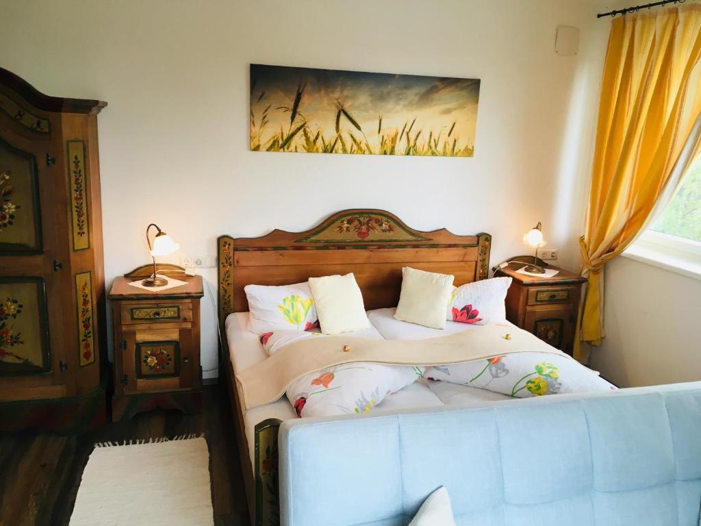 Ein Bett oder Betten in einem Zimmer der Unterkunft Pension Marillenhof
