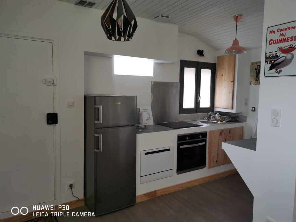 Cuisine ou kitchenette dans l'établissement La Charmeuse