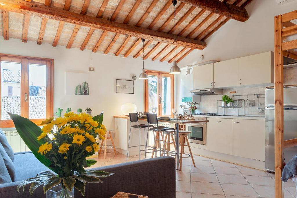 A kitchen or kitchenette at Il Nido di rondine