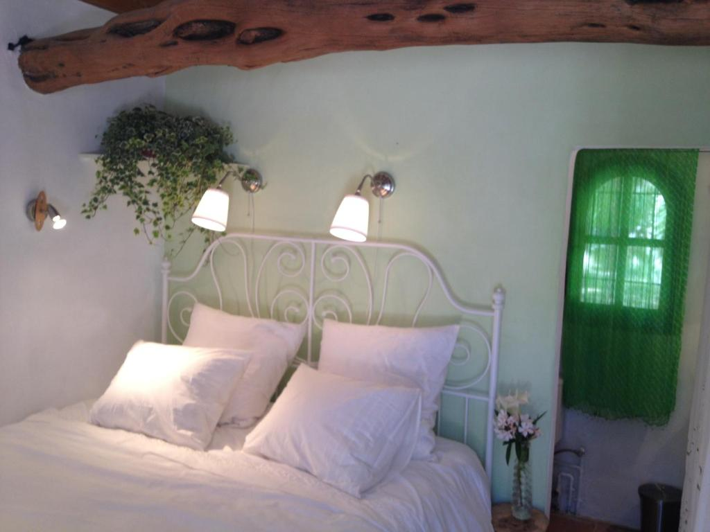A bed or beds in a room at Finca Ecológica Ibicenca