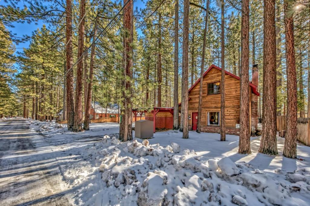 798S Sonoma Cabin And Bunk House Cabin during the winter