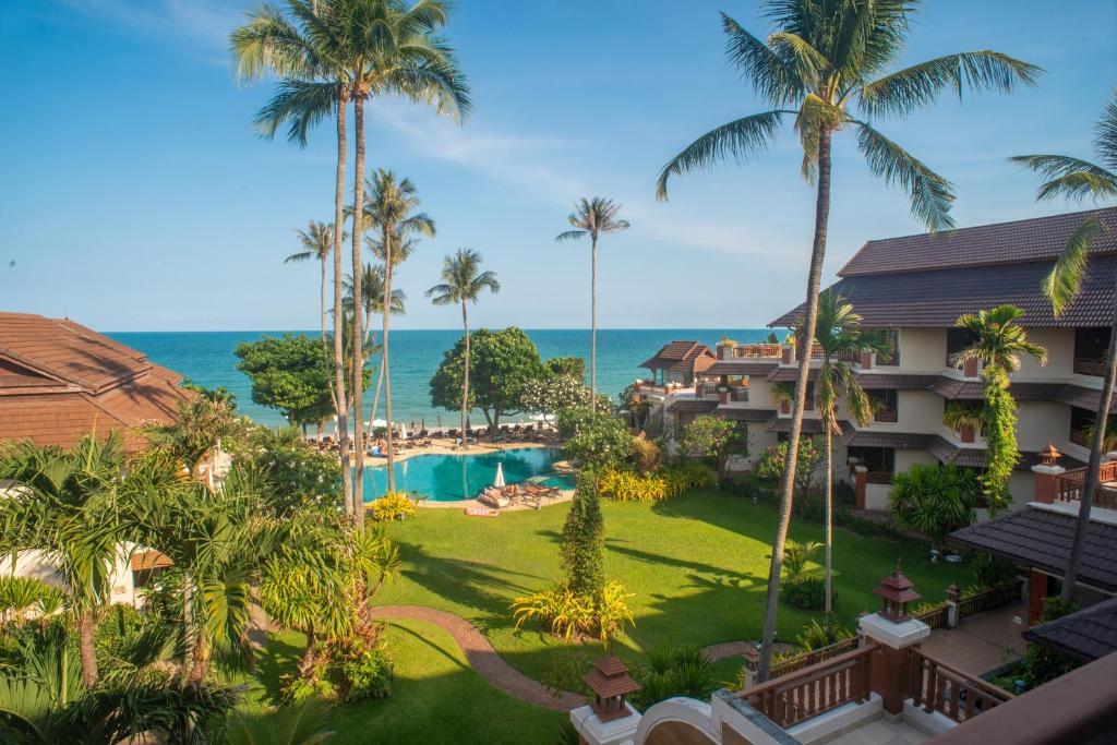 Вид на бассейн в Aloha Resort или окрестностях