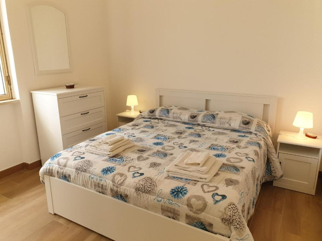 A bed or beds in a room at Residenza lido vista mare