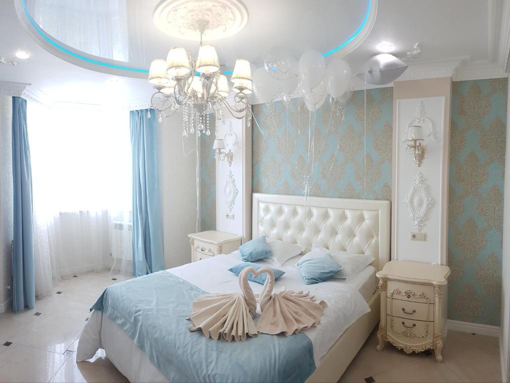 Кровать или кровати в номере Люкс Аврора на ул. Фомина д.9