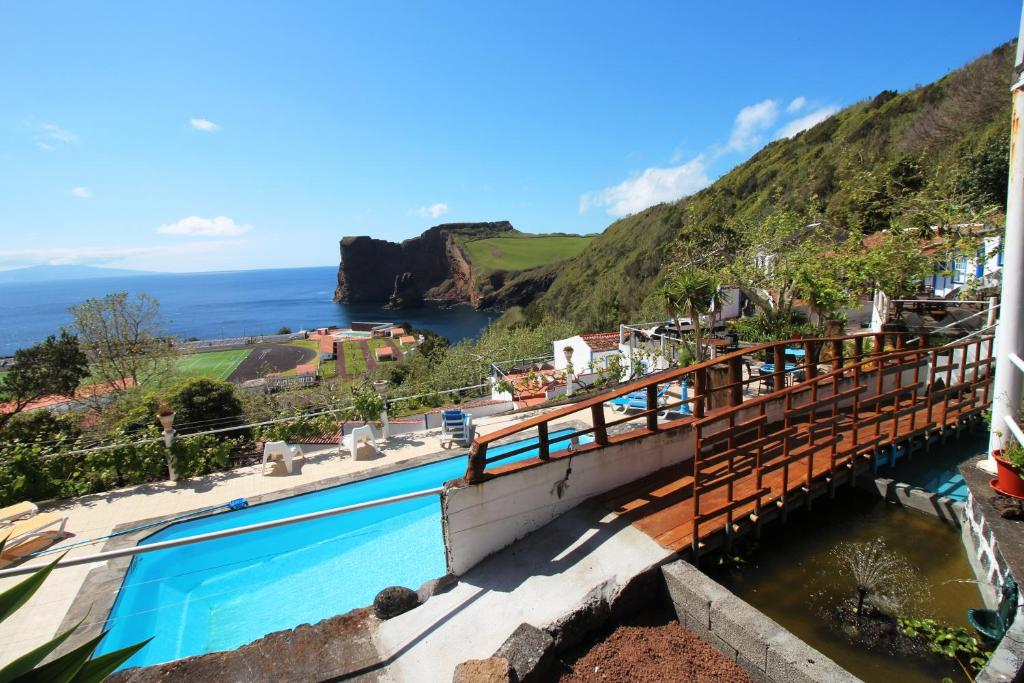 A view of the pool at Quinta Do Canavial or nearby