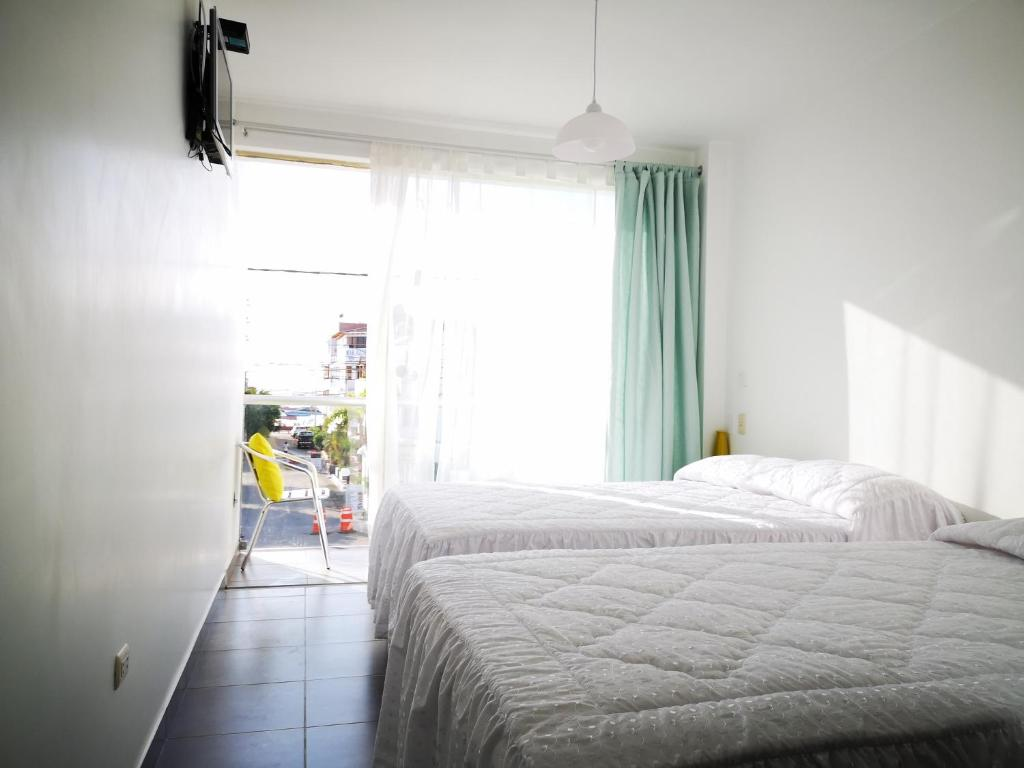 A bed or beds in a room at Coco Lodge Paracas
