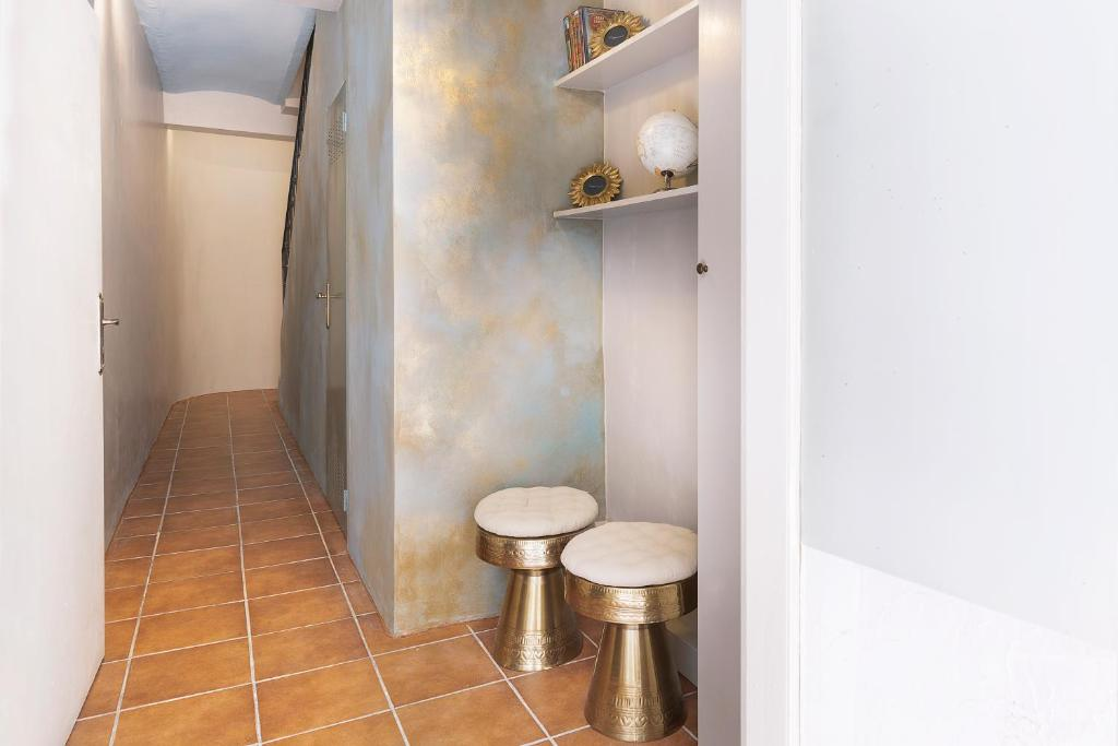 A bathroom at Casa Rainbow Sitges