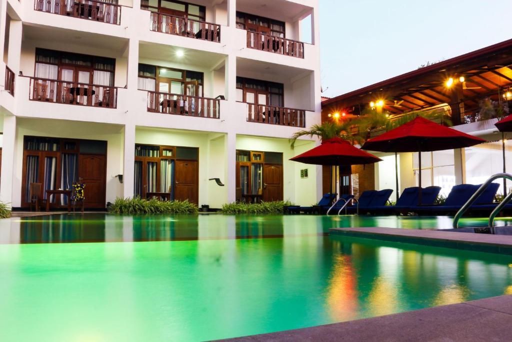 The swimming pool at or near Randiya Sea View Hotel