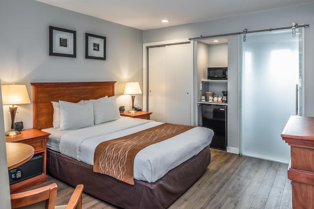 Un ou plusieurs lits dans un hébergement de l'établissement The Inn at 1252 Monterey