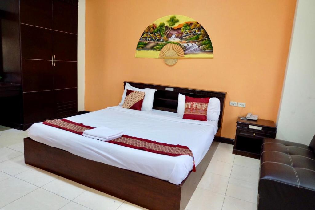 A bed or beds in a room at Emporium Chiangmai
