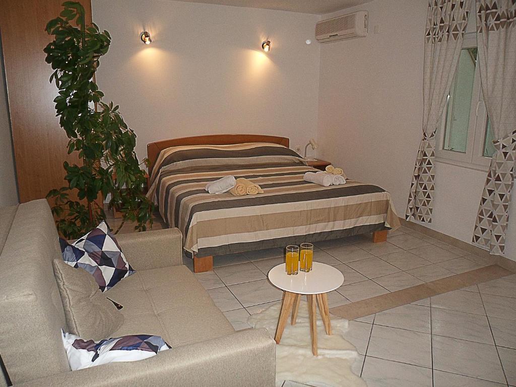 En eller flere senger på et rom på Apartments Mate