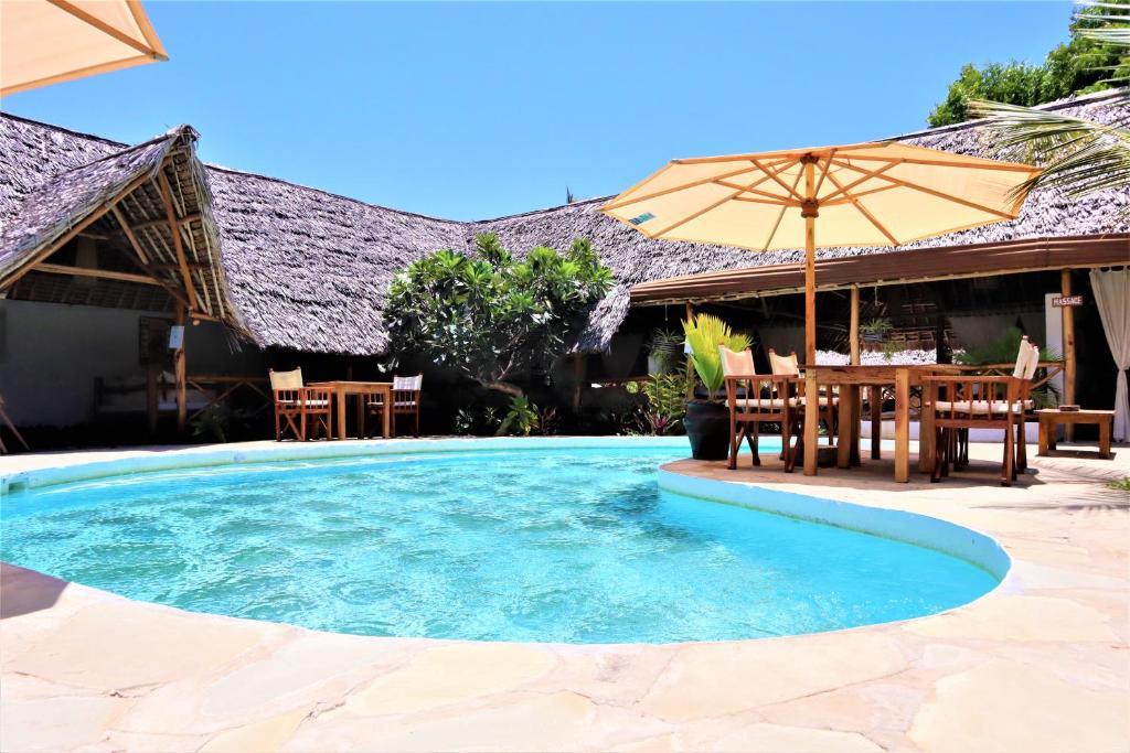 Het zwembad bij of vlak bij Mvuvi Lodge