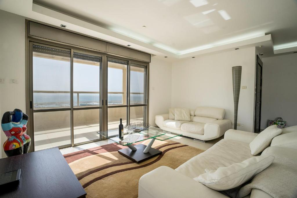 A seating area at Luxury Penthouse Marina