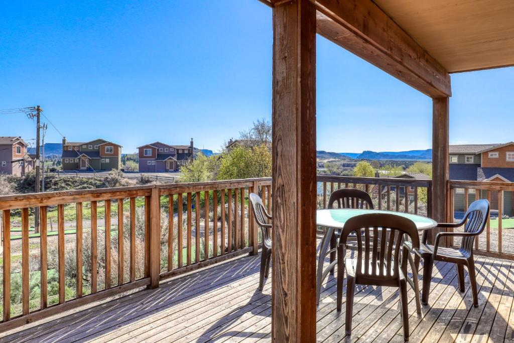 A balcony or terrace at Lakeview Villa #510
