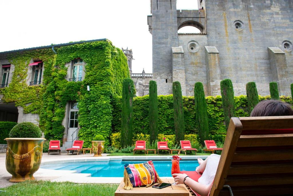 The swimming pool at or near Hotel de la Cité & Spa – Mgallery by Sofitel