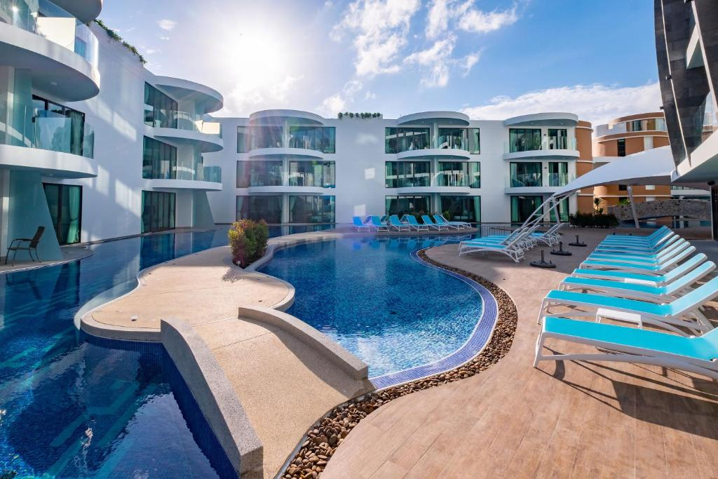 Absolute Twin Sands Resort & Spa