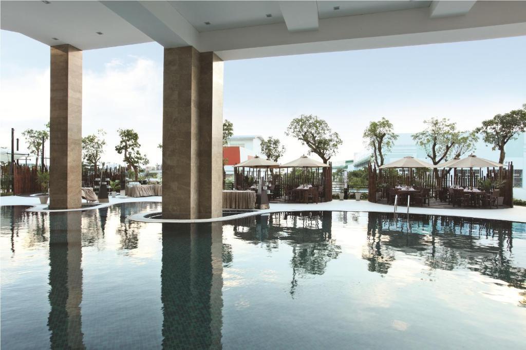 CenDeluxe Hotel