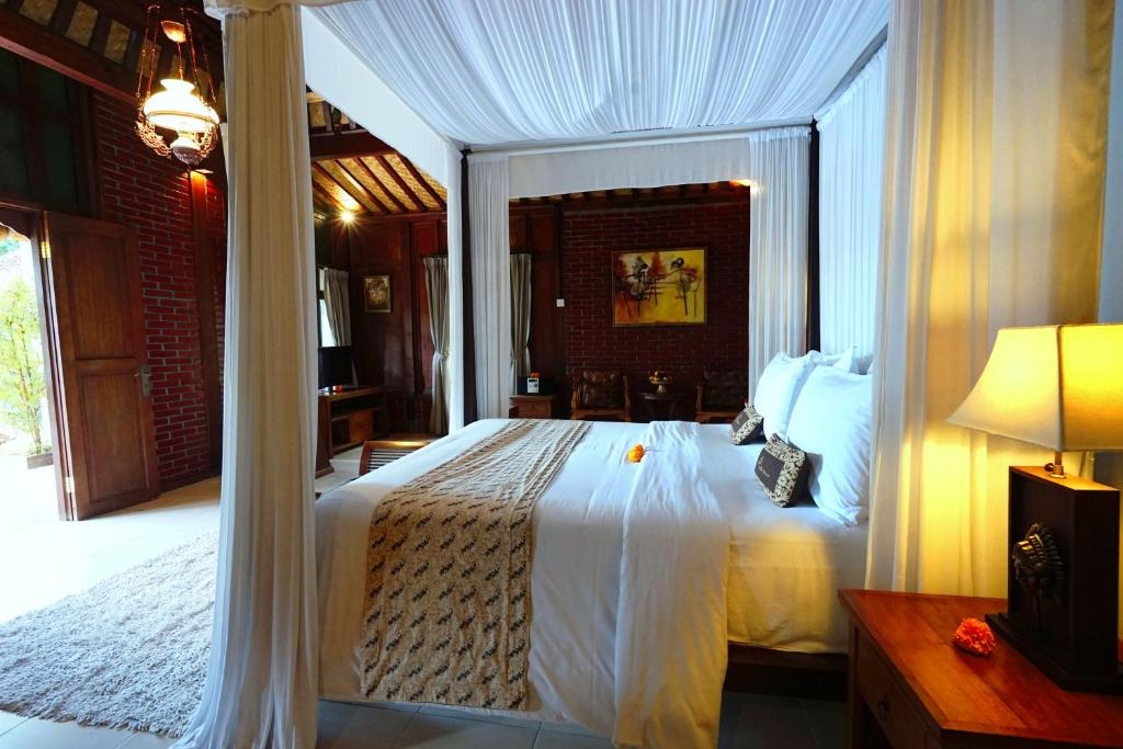 A bed or beds in a room at Villa Berawa