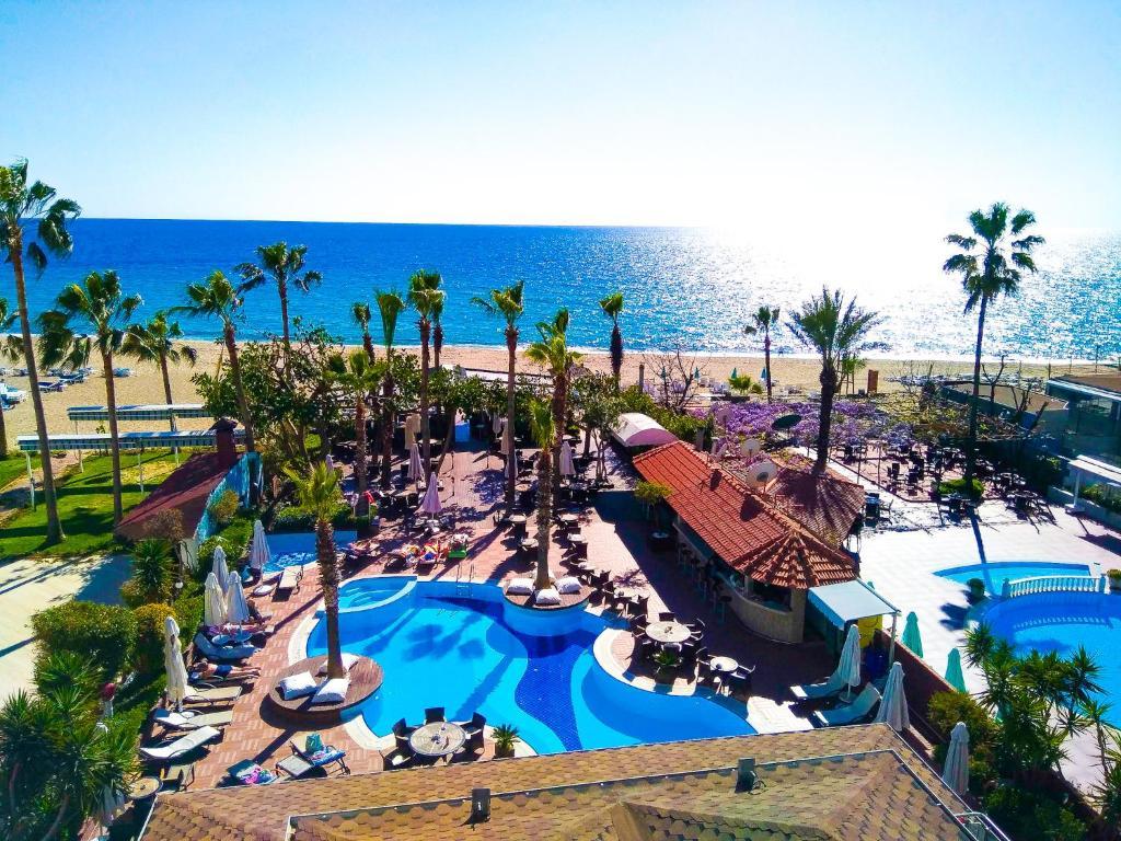 Pemandangan kolam renang di Savk Hotel atau berdekatan