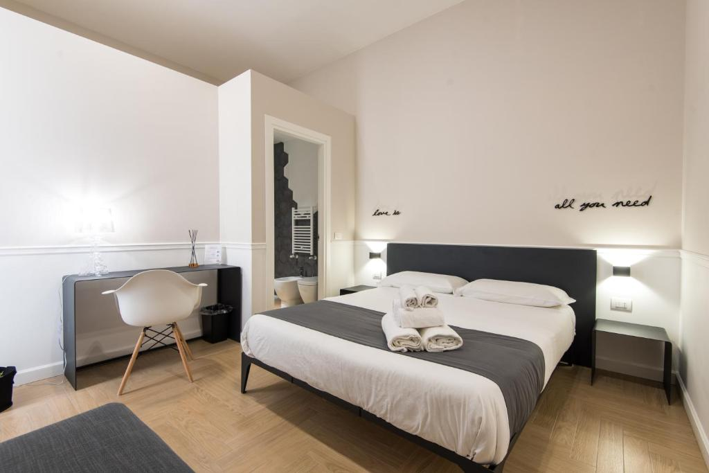 A bed or beds in a room at Dante Boutique Rooms