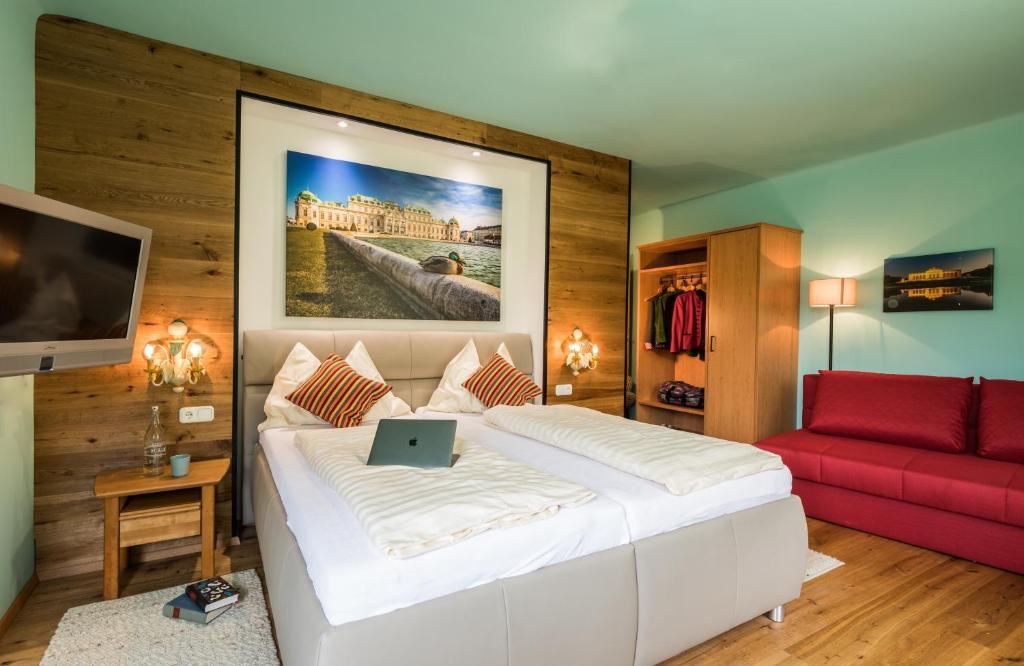 Ein Bett oder Betten in einem Zimmer der Unterkunft Landgasthof zur Linde Laaben
