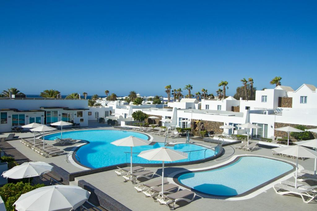 A view of the pool at Nautilus Lanzarote or nearby
