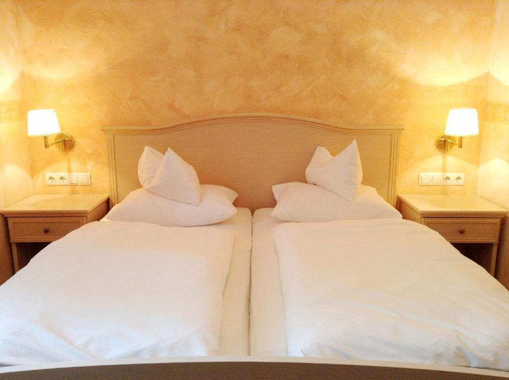 Ein Bett oder Betten in einem Zimmer der Unterkunft Hotel Grünes Türl