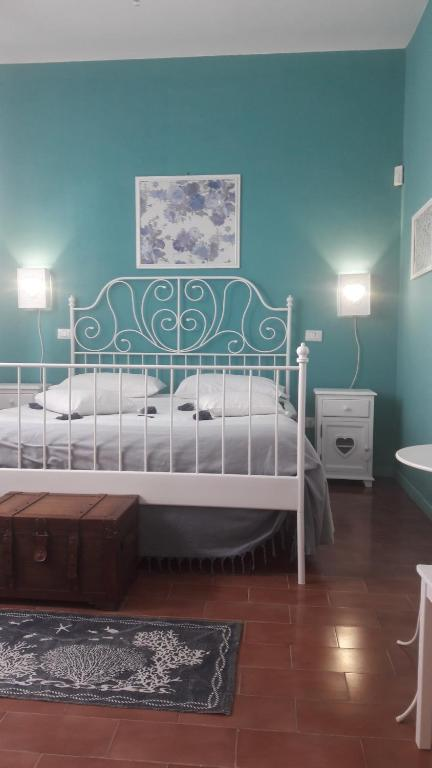 A bed or beds in a room at B&B Gioia