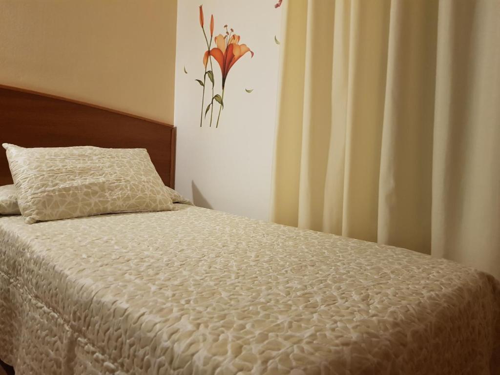 Кровать или кровати в номере Hostal Mary