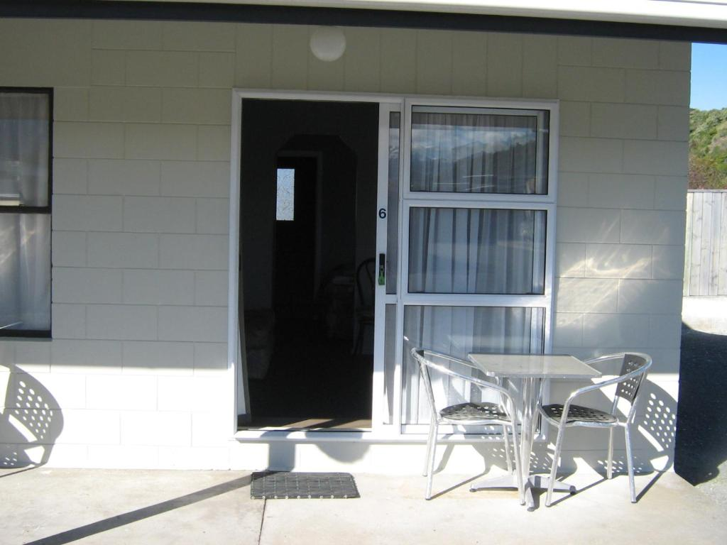 Sierra Beachfront Motel