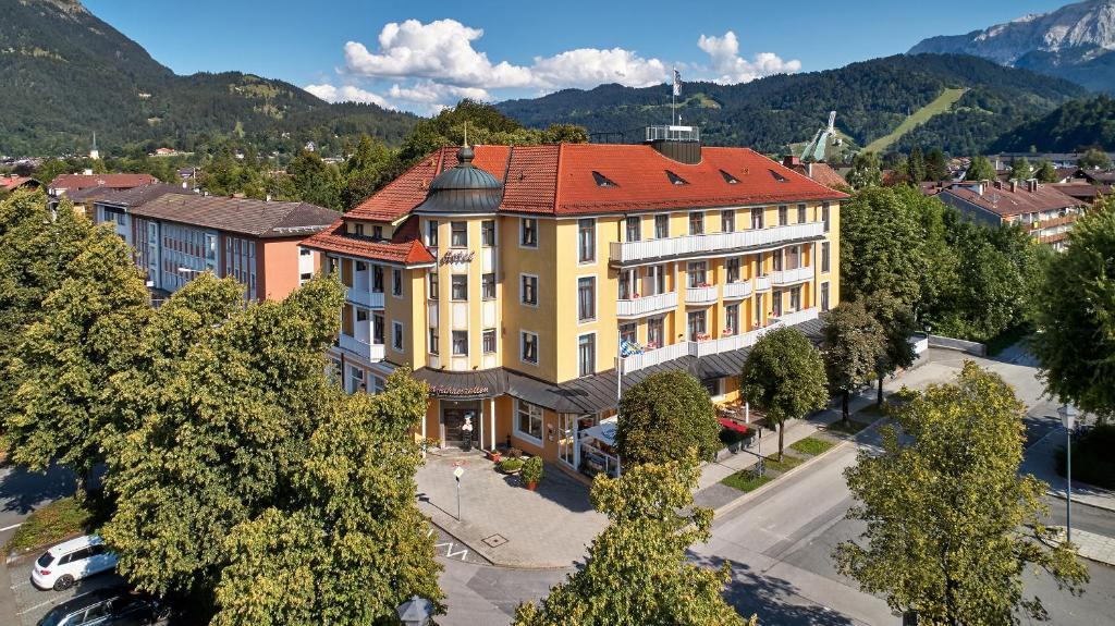 A bird's-eye view of Hotel Vier Jahreszeiten