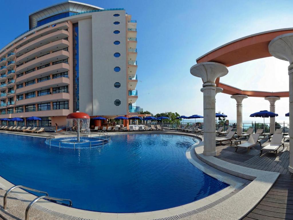 Piscina de la sau aproape de Astera Hotel & Spa - Ultra All Inclusive