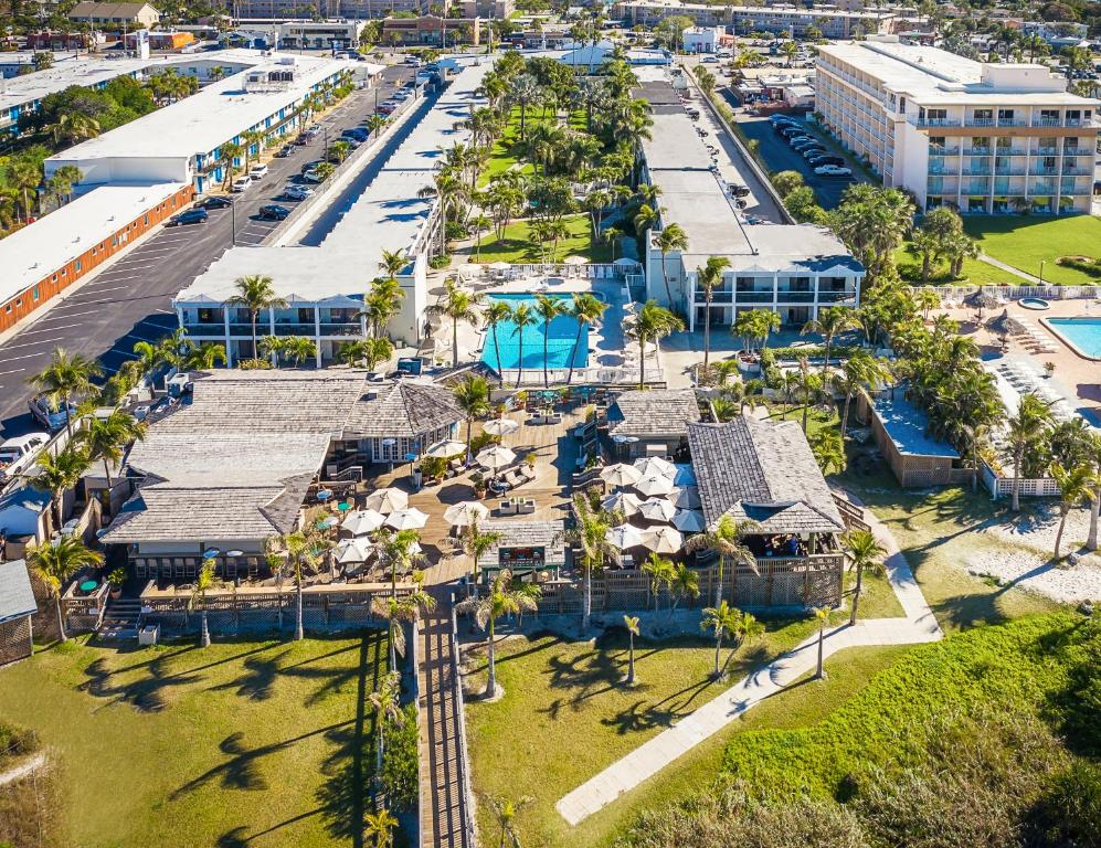 Resort The Beachcomber St  Pete Beach, FL - Booking com