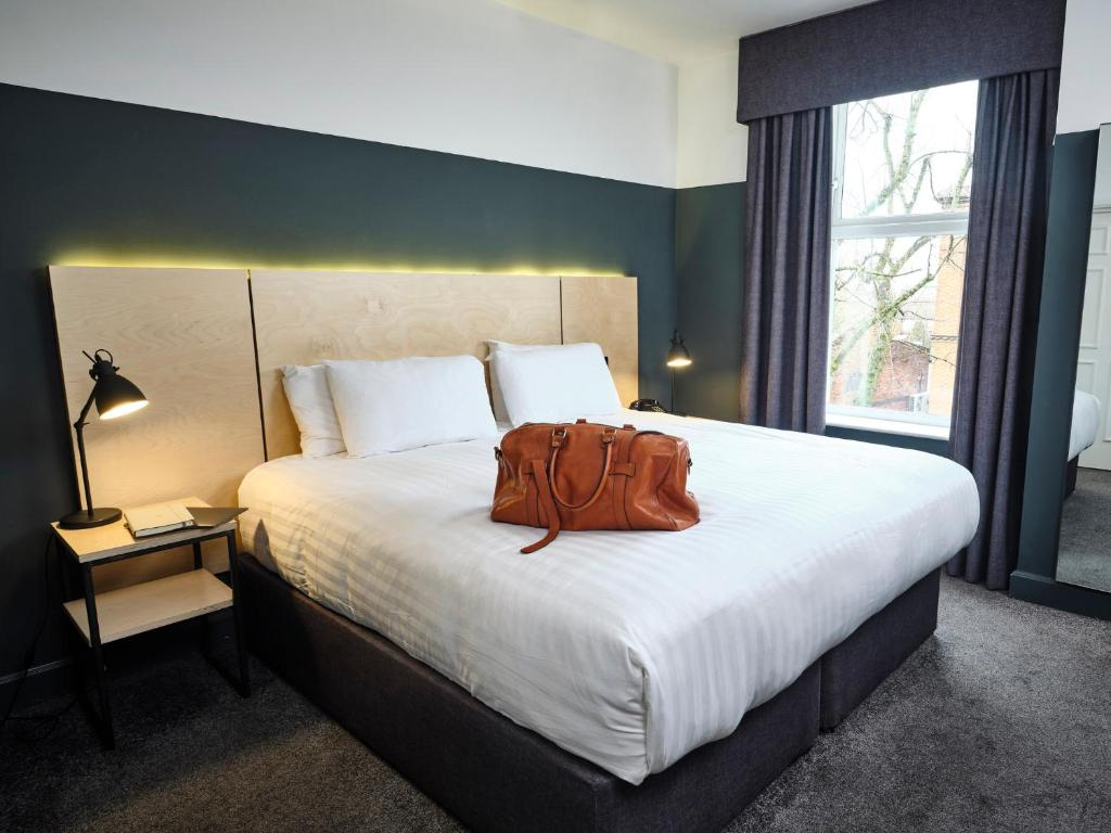 A bed or beds in a room at The Crescent Townhouse