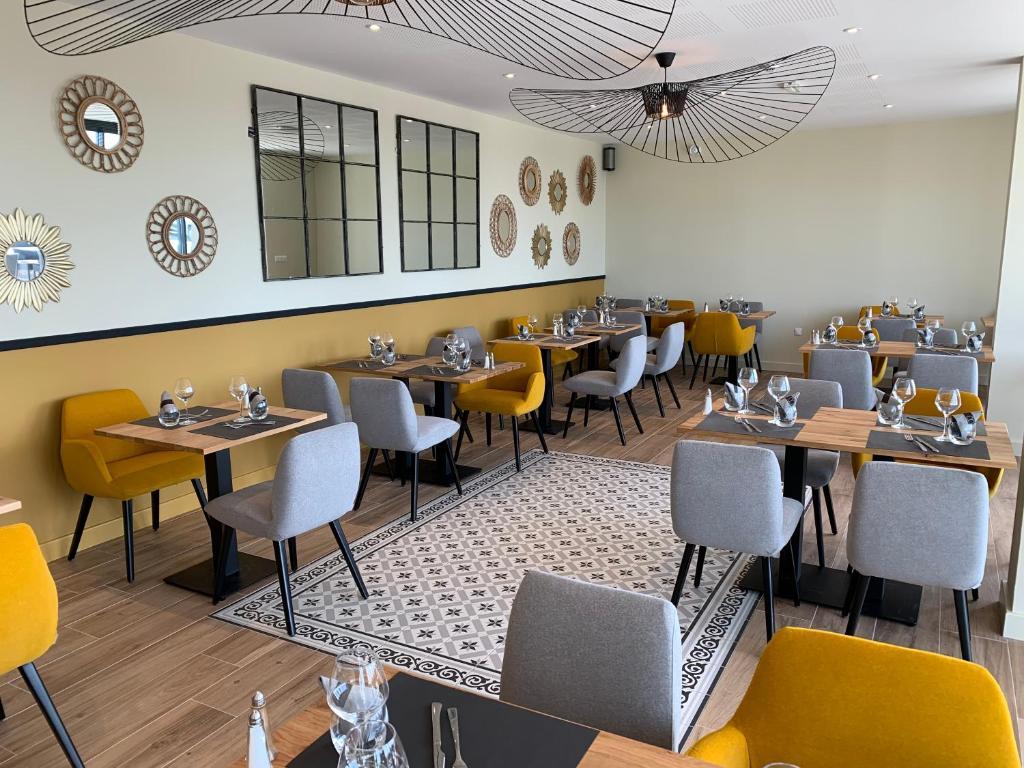 Restaurant ou autre lieu de restauration dans l'établissement Logis Hotel Bellaroc