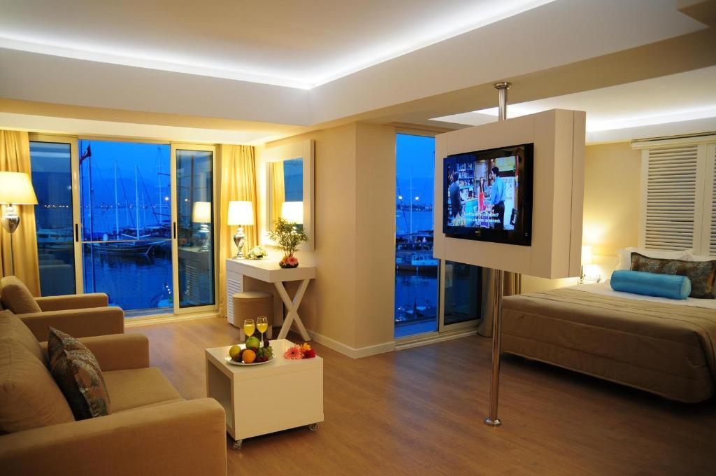 Гостиная зона в Alesta Yacht Hotel
