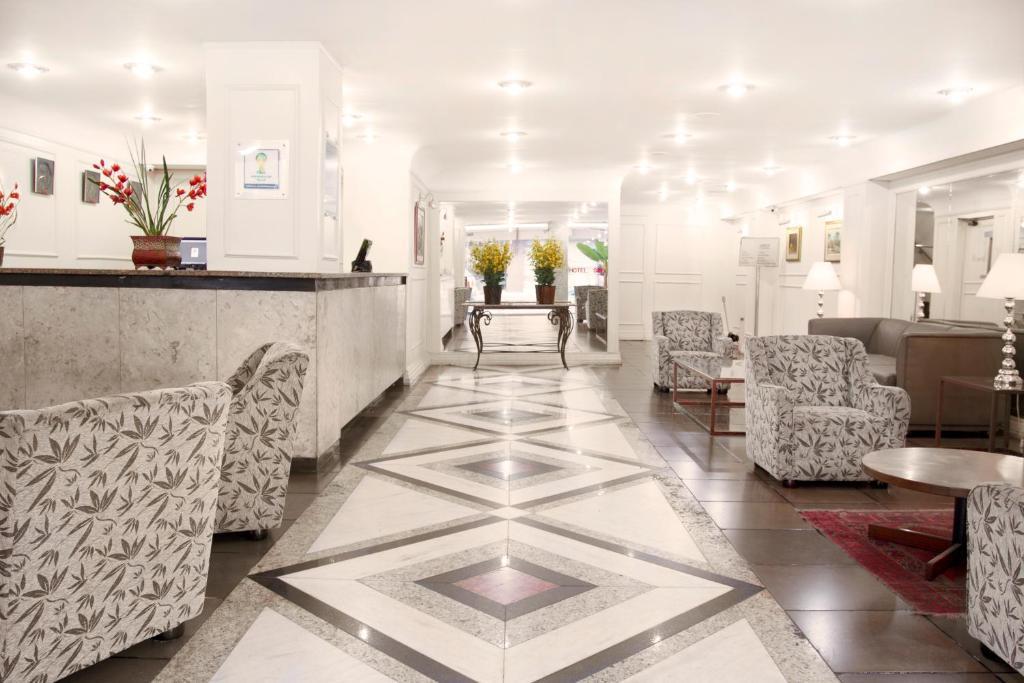 O saguão ou recepção de Hotel Savoy