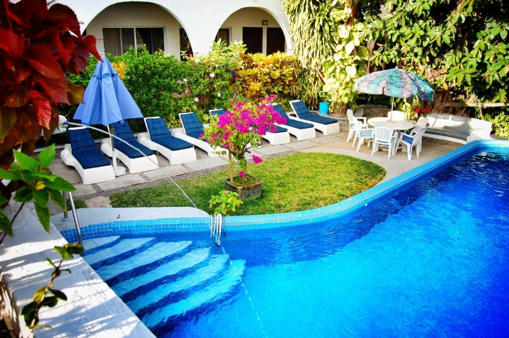 The swimming pool at or close to Hotel Delfin