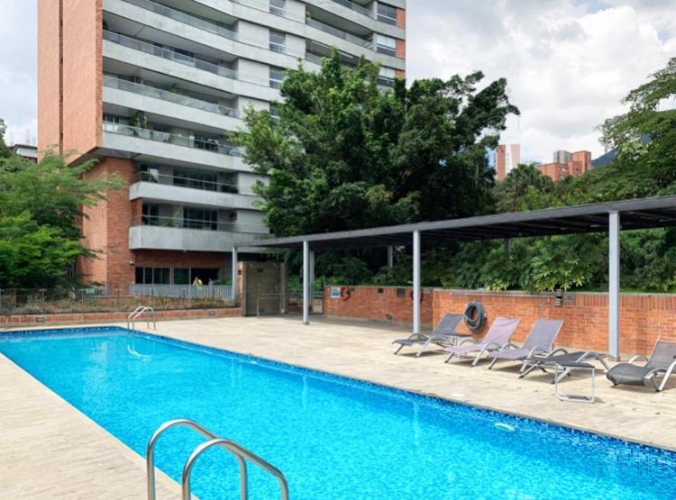 The swimming pool at or near Edificio LIFE