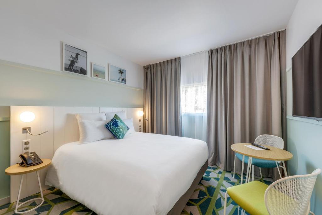 Łóżko lub łóżka w pokoju w obiekcie Mercure Paris Orly Tech Airport