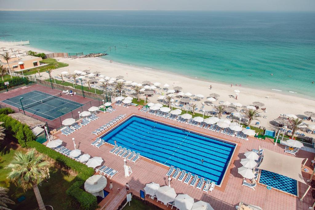 منظر المسبح في فندق كارلتون الشارقة او بالجوار