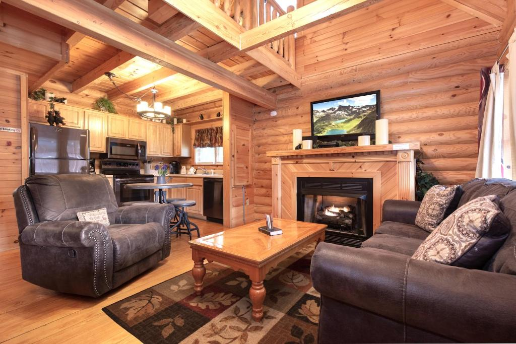 Candle Light Cabin 2 Bedrooms Fireplace Hot Tub Wifi Pool