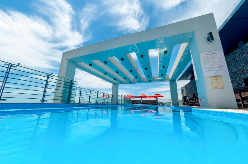 The swimming pool at or near Vistacay Hotel Worldcup