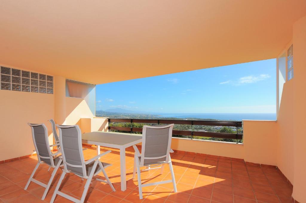 A balcony or terrace at Apartment Lirio Casares Golf Canovas